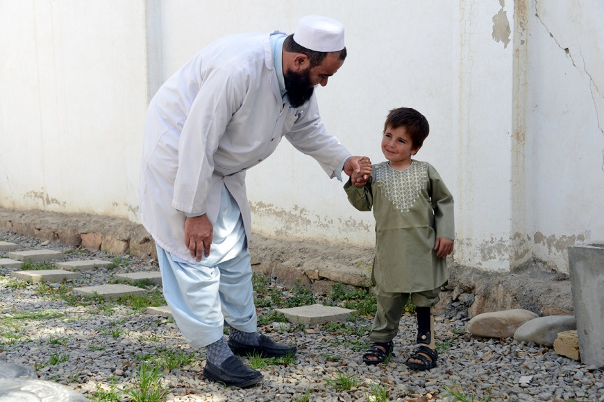 c_Jaweed-Tanveer_Handicap-International__A_young_boy_practices_walking_on_his_new_leg_wtih_his_handicap_international_physical_therapist.jpg