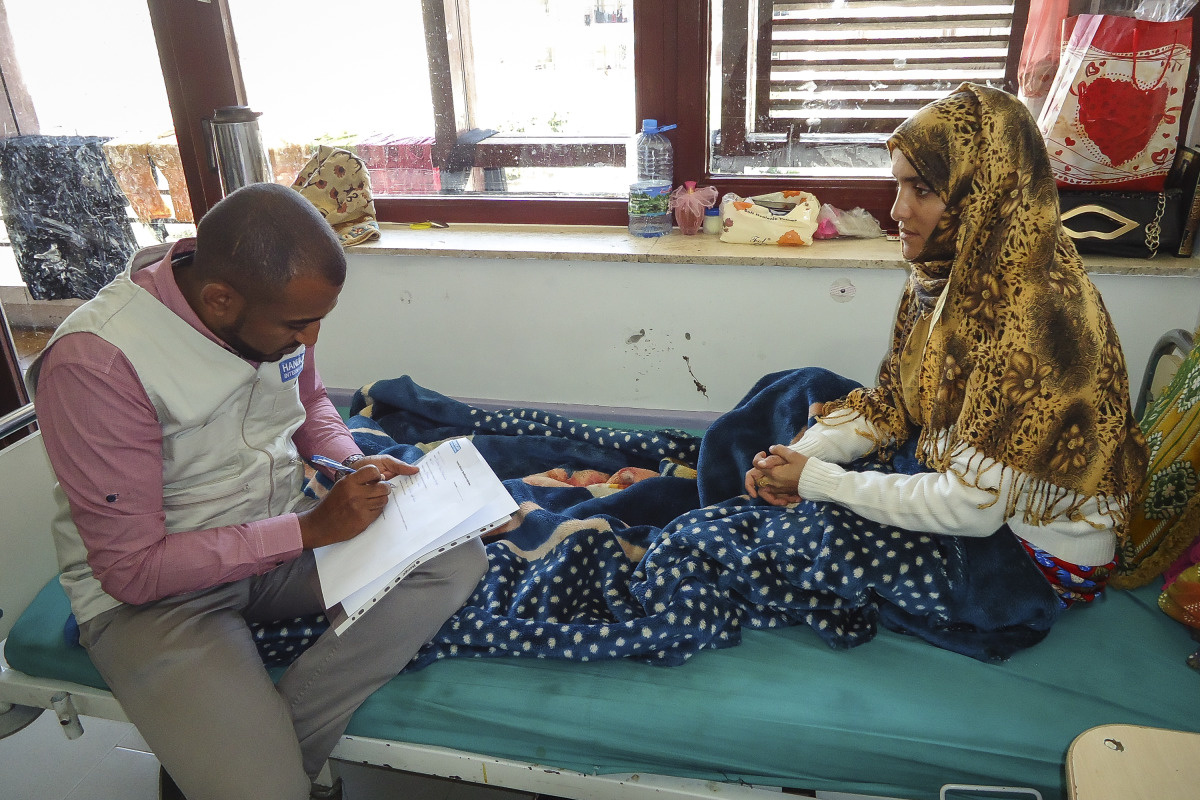 c_Handicap-International__Bushra_receives_physical_therapy_from_Handicap_International_in_Yemen.jpg