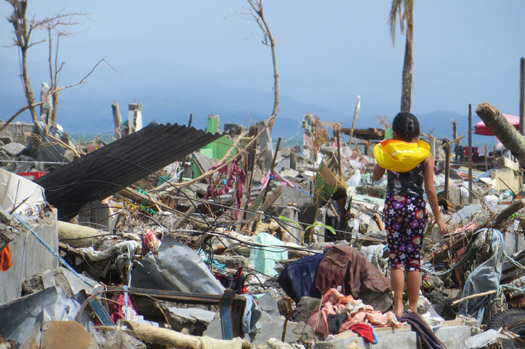 c_Brice-Blondel_Handicap-International_Emergency-Philippines-Tacloban-Destructions2.jpg