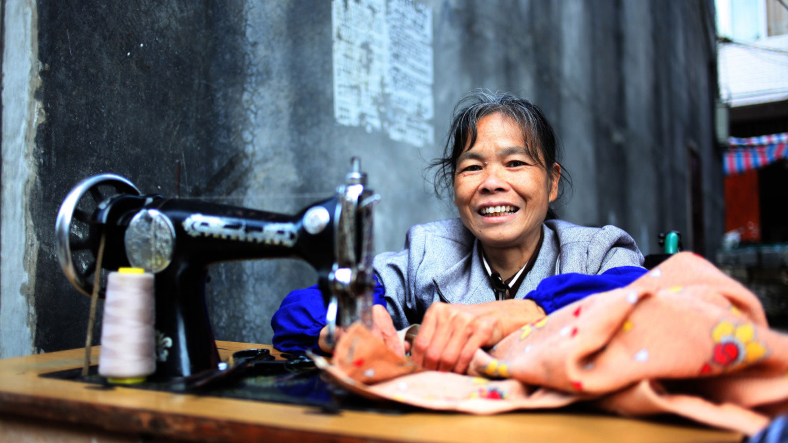 Lan Yuefeng sews a piece of clothing in China