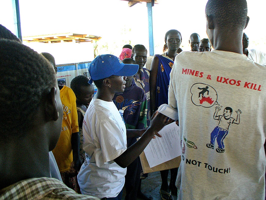 c_S-Bouko_Handicap-International__Risk_Education_lesson_in_South_Sudan.jpg