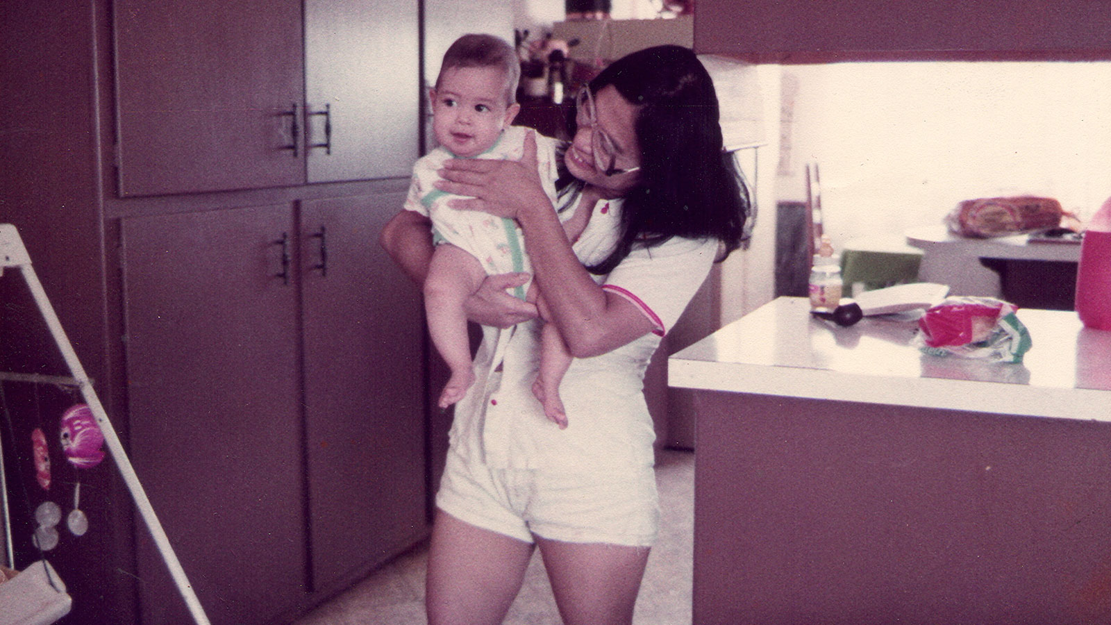 Jessica Cox as a baby with her mother