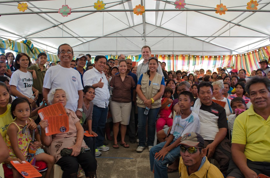 c_Molly-Feltner_Handicap-International__Jessica_and_Patrick_pose_with_crowd_in_Tacloban.jpg