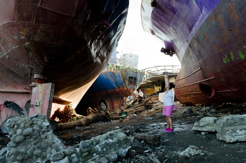 c_Molly-Feltner_Handicap-International__Jessica_standing_between_two_boats_in_Tacloban.jpg