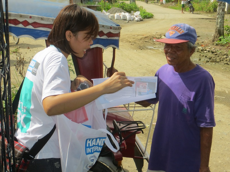 c_Henri-Bobin_Handicap-International__Preparation_kits_are_distributed_in_Leyte_province.jpg