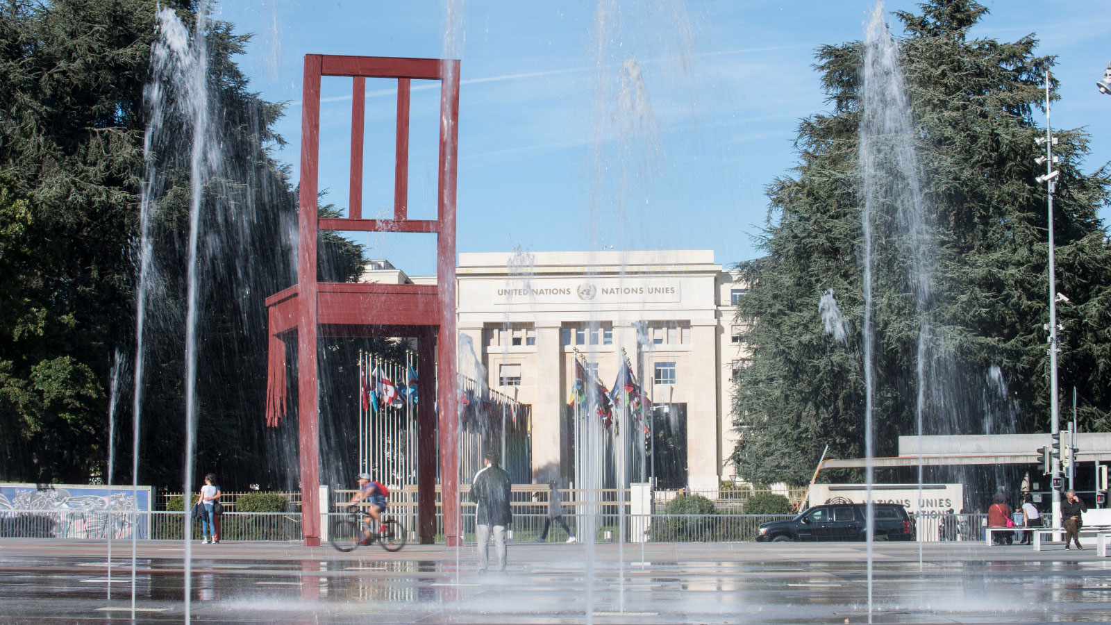 The-Broken-Chair-monument-stands-39-feet-tall-at-the-Place-des-Nations -in-front-of-the-United-Nations-headquarters-in-Geneva