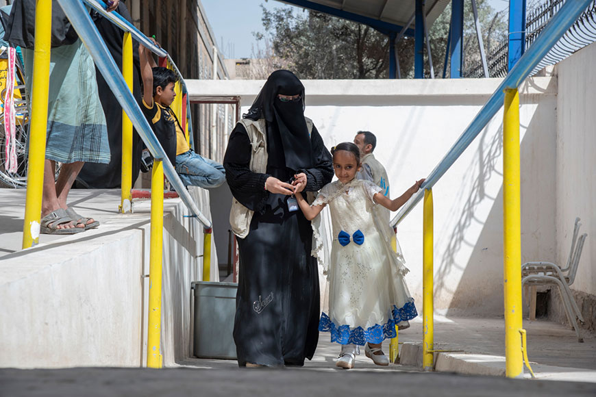 c_ISNA-Agency_HI__Erada_-7_-walks-on-her-new-prosthetic-leg-with-support-from-an-HI-staff-member-in-Yemen.jpg