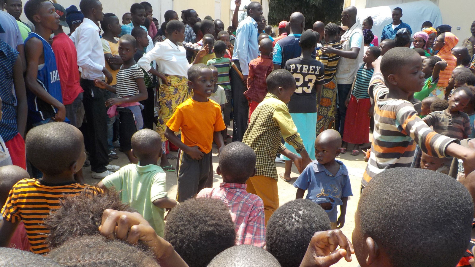 Children-and-adults-waiting-for-aid-in-Burundi