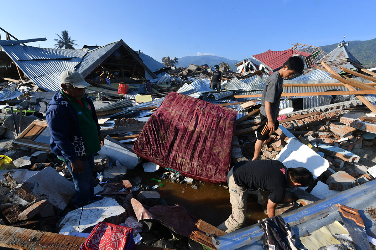 c_AFP-Photo_Adek-Berry__Indonesian_men_search_for_a_family_member_at_their_damaged_house_in_the_Balaroa_village_in_Palu__on_October_the_1st__2018__after_an_earthquake_and_tsunami_hit_the_area_on_September_28th_(1).png