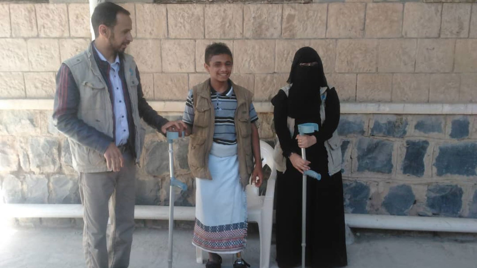 Salim -17 -receives-a-prosthetic-limb-and-physical-therapy-from-HI's-team-in-Yemen-following-a-bombing