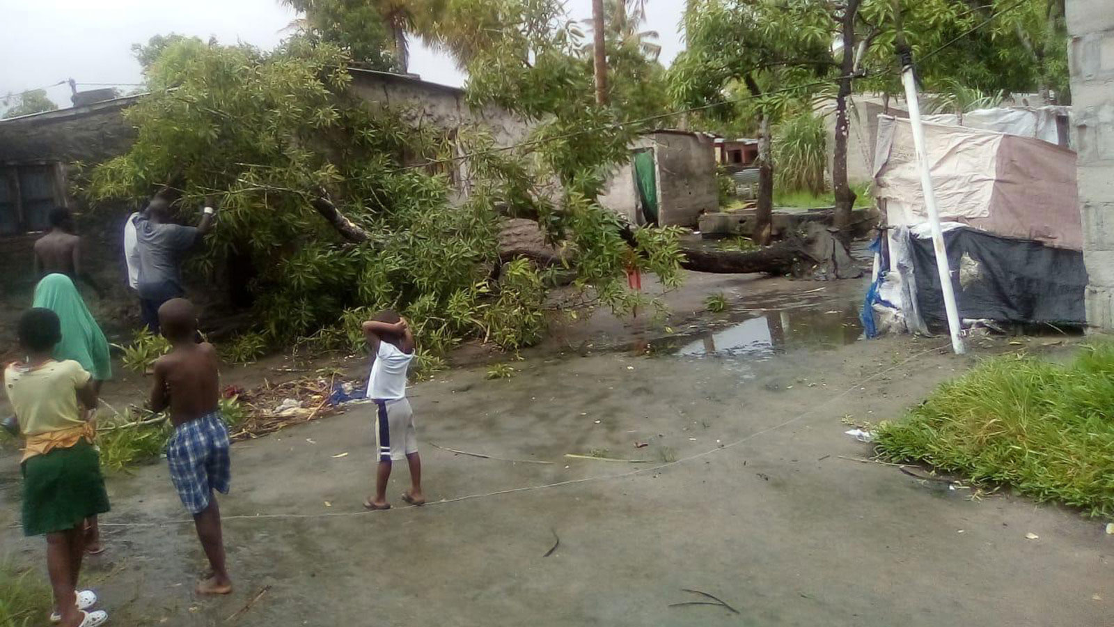 Mozambicans-in-Beira-survey-damage-following-Cyclone-Idai-in-March-2019