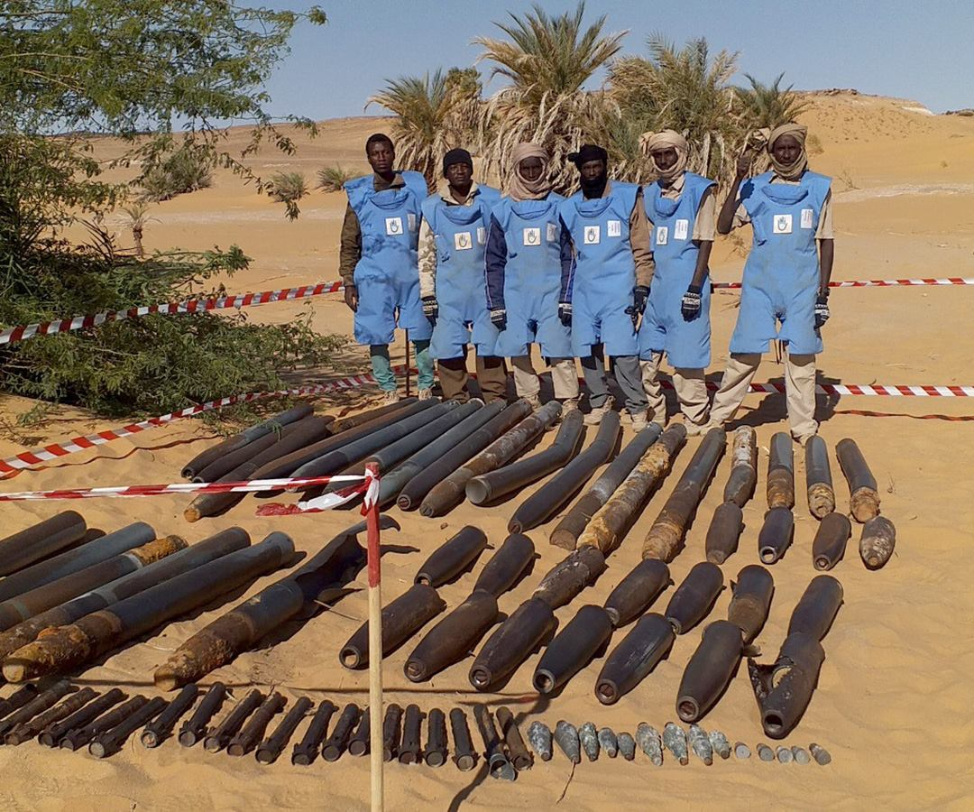 c_HI__Deminers_in_Chad_stand_in_front_of_weapons_leftover_from_war.jpg