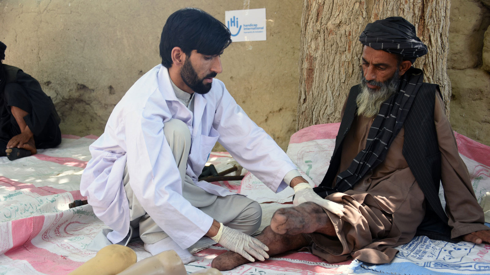 Abdul, who stepped on an explosive remnant of war in Afghanistan, receives physical therapy from Humanity & Inclusion.