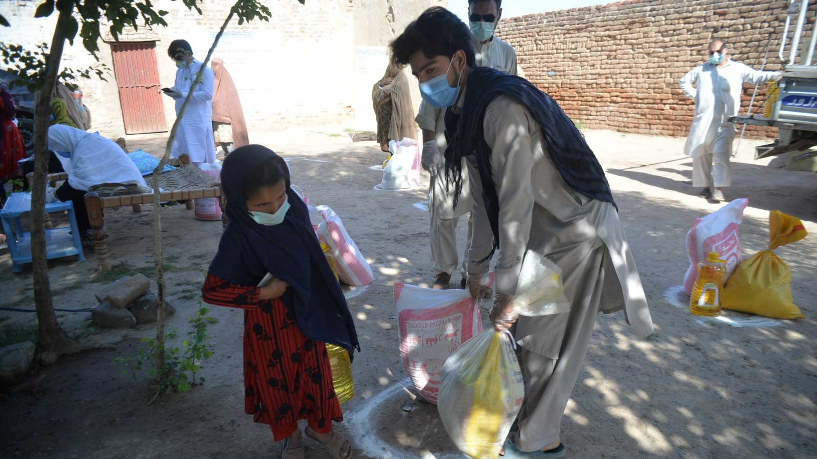 A-family-receives-food-at-a-distribution-led-by-Humanity- -Inclusion-Pakistan