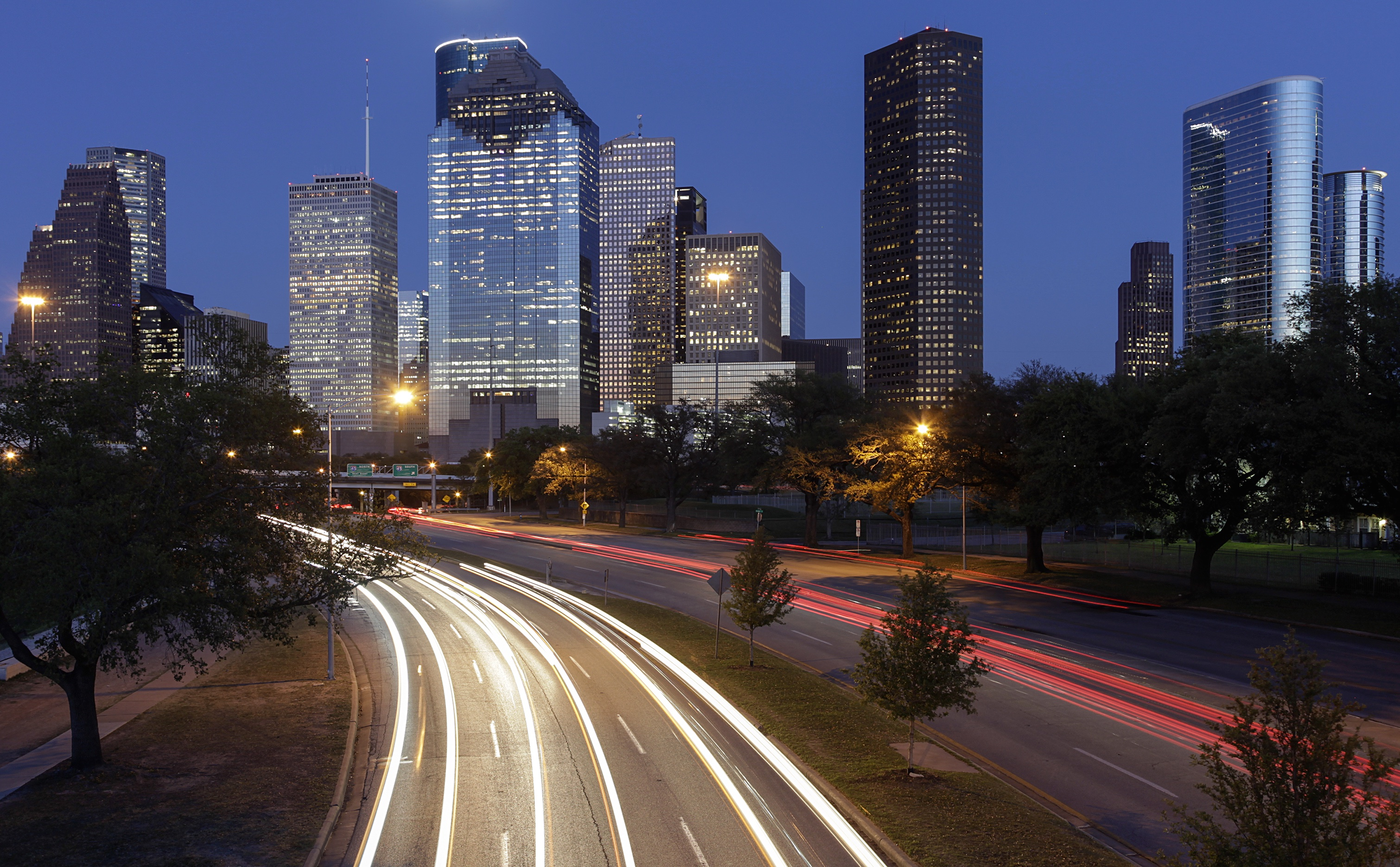 Downtown_Houston_from_Allen_Parkway_at_Dusk_copy_2.jpg
