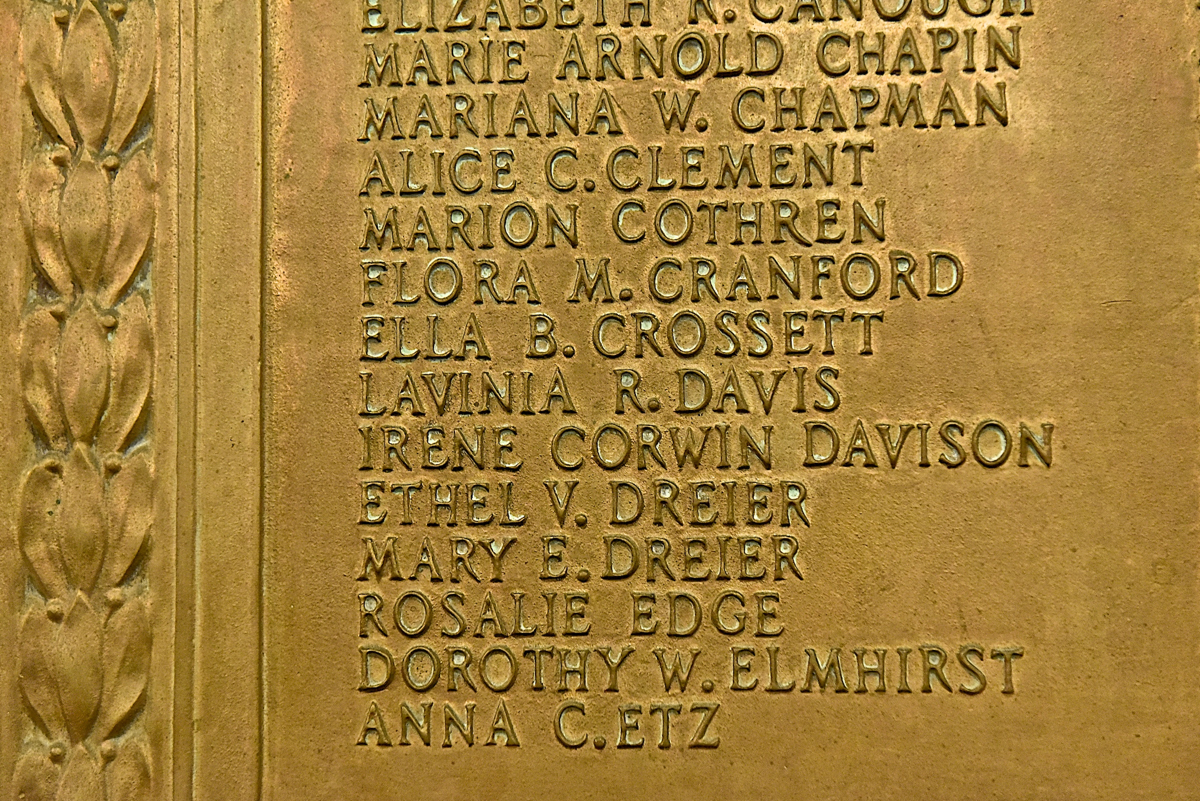 Womans_Suffrage_plaque_closeup.jpg