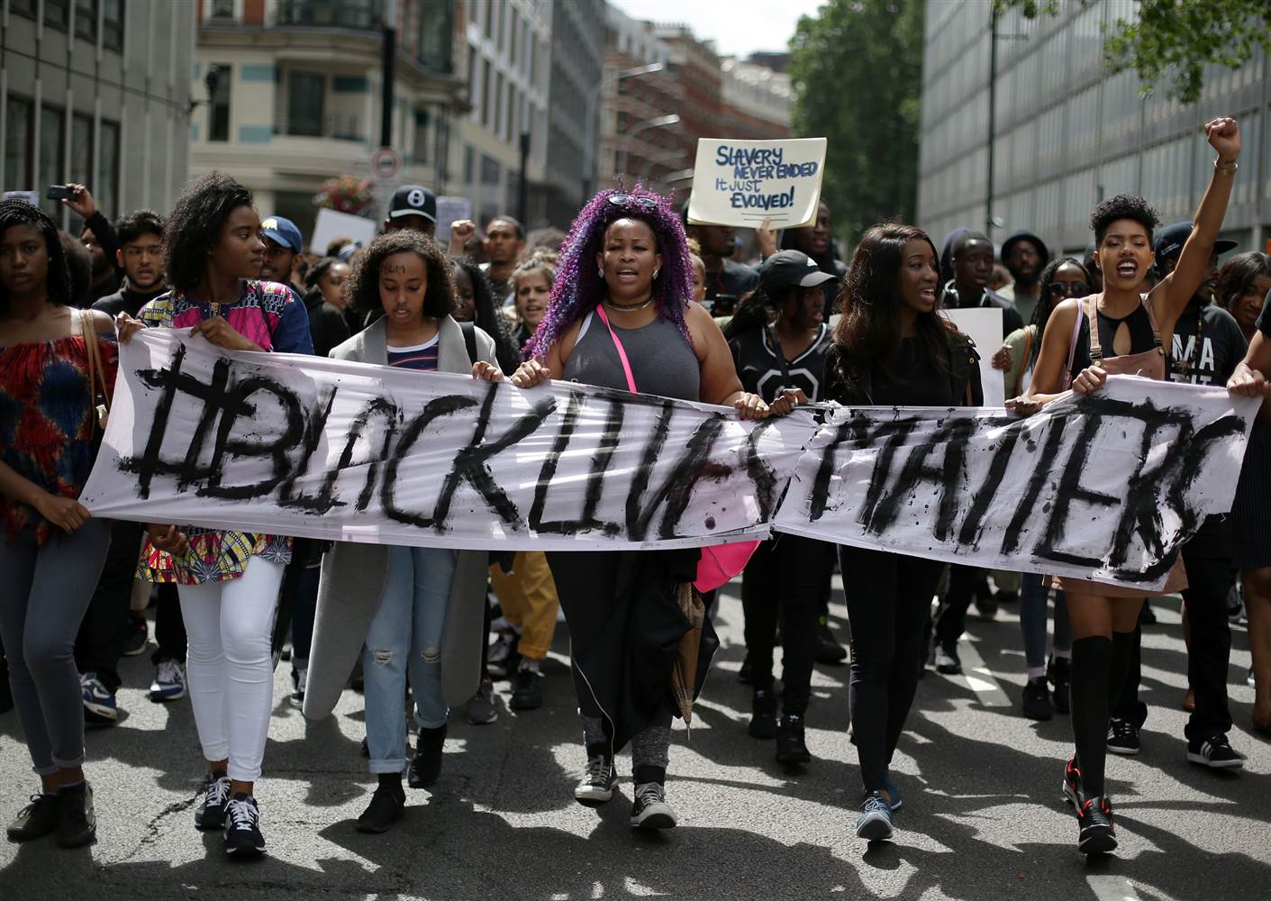 160914-black-lives-matter-london-group-130p_f76c6675641243b0dfdcd6379ffeac9b.nbcnews-ux-2880-1000.jpg