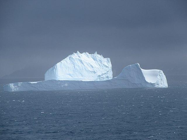 640px-Very_large_iceberg_south_side_Elephant_Island_Antarctica.jpg