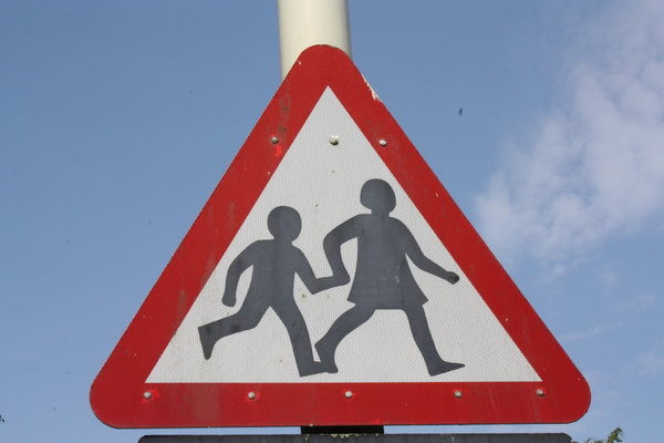 children_crossing_sign.jpg