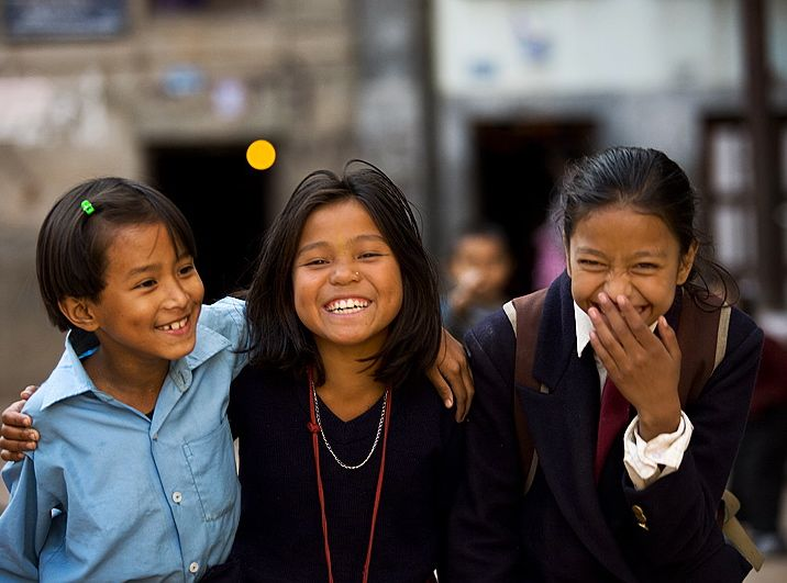 091103_kathmandu_nepal_school_children_friends_laughing_IMG_4259.jpg