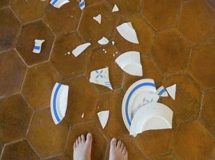 broken_plate_next_to_childs_bare_feet_bld0409991.jpg