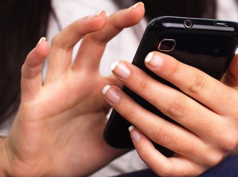 iphone-woman-texting.jpg