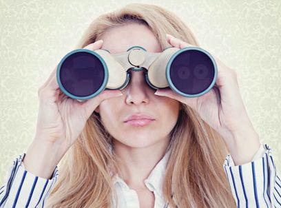 Looking_binoculars.jpg
