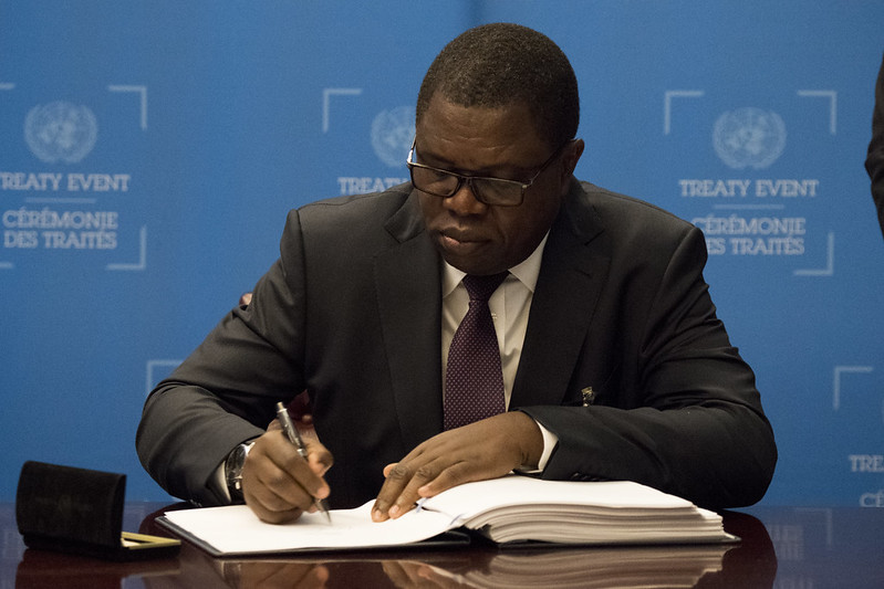 H.E. Mr. Joseph Malanji, Minister for Foreign Affairs of Zambia, signs the Treaty on the Prohibition of Nuclear Weapons on 26 September 2019.