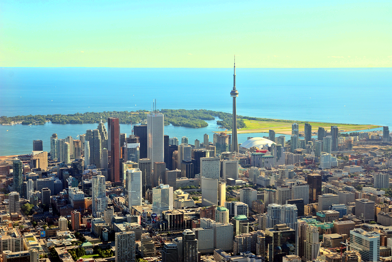 Toronto_Ontario_skyline_from_behind_modified.png