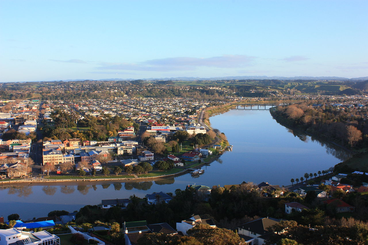 1280px-Whanganui_River_to_Dublin_Street_Bridge.jpg