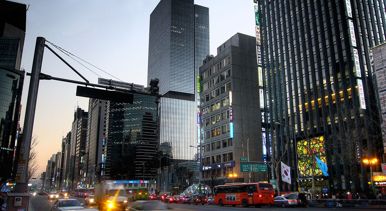 Gangnam_Station_area_in_Seoul__South_Korea.jpg