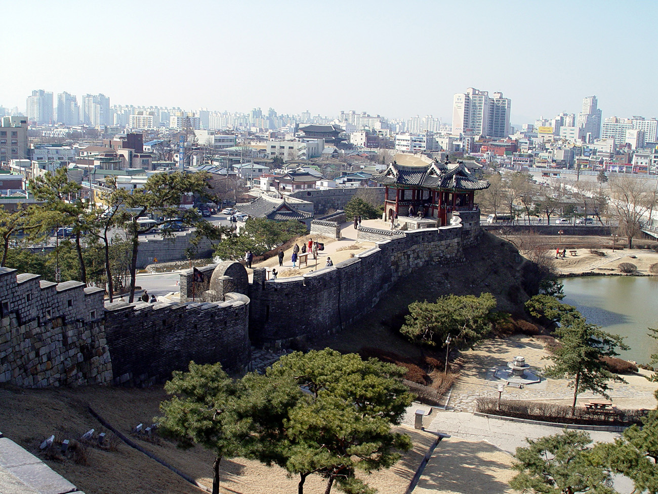 Hwaseong_Third_North_Secret_Gate_and_Dongbuk_Gangnu_-_2009-03-01.JPG