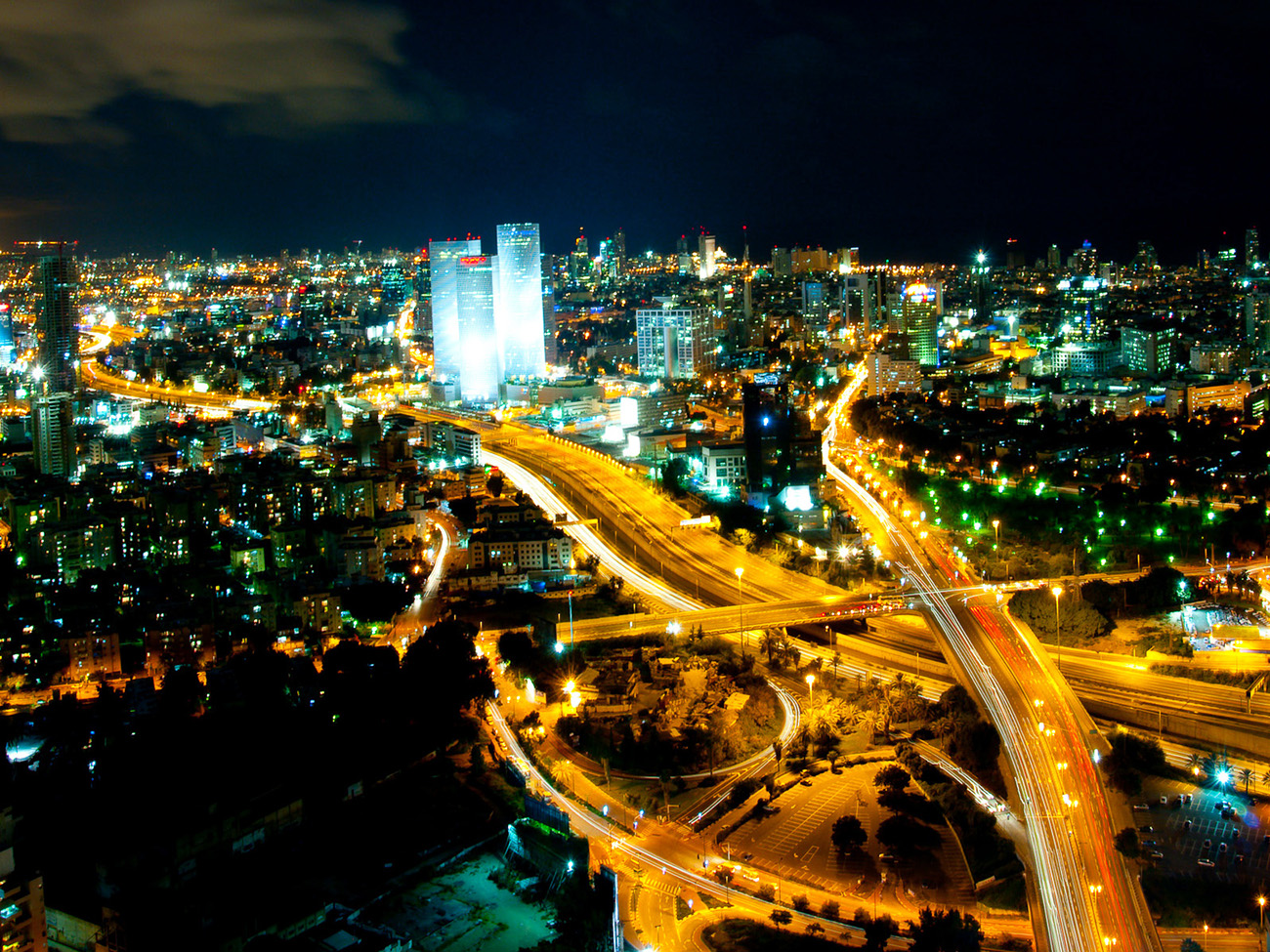 Tel_Aviv_Skyline_night_-_2.jpg