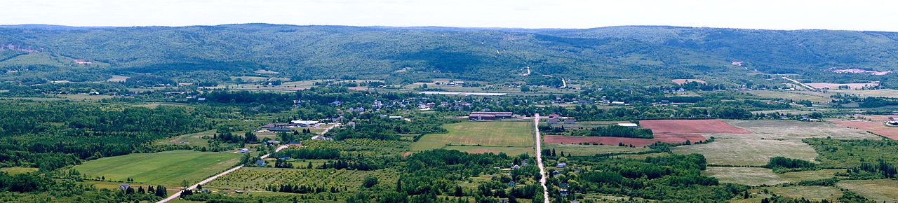 Annapolis_Valley_overlooking_Bridgetown.JPG