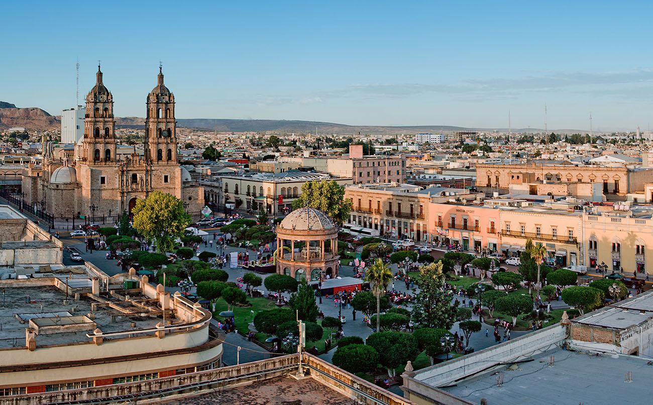 Panoramica_plaza_de_armas_Durango.jpg