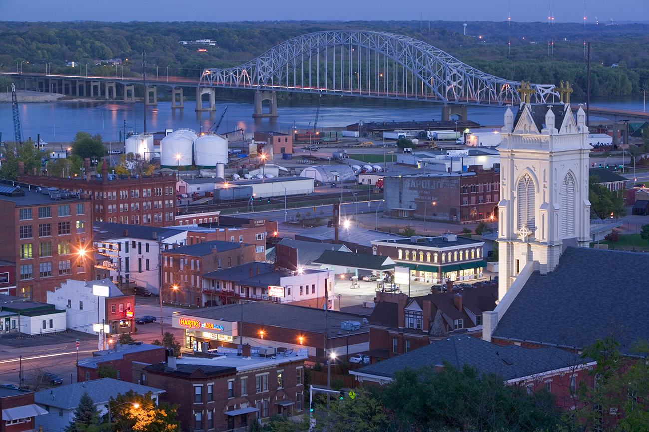 iowa-mississippi-river-town-of-dubuque.jpg