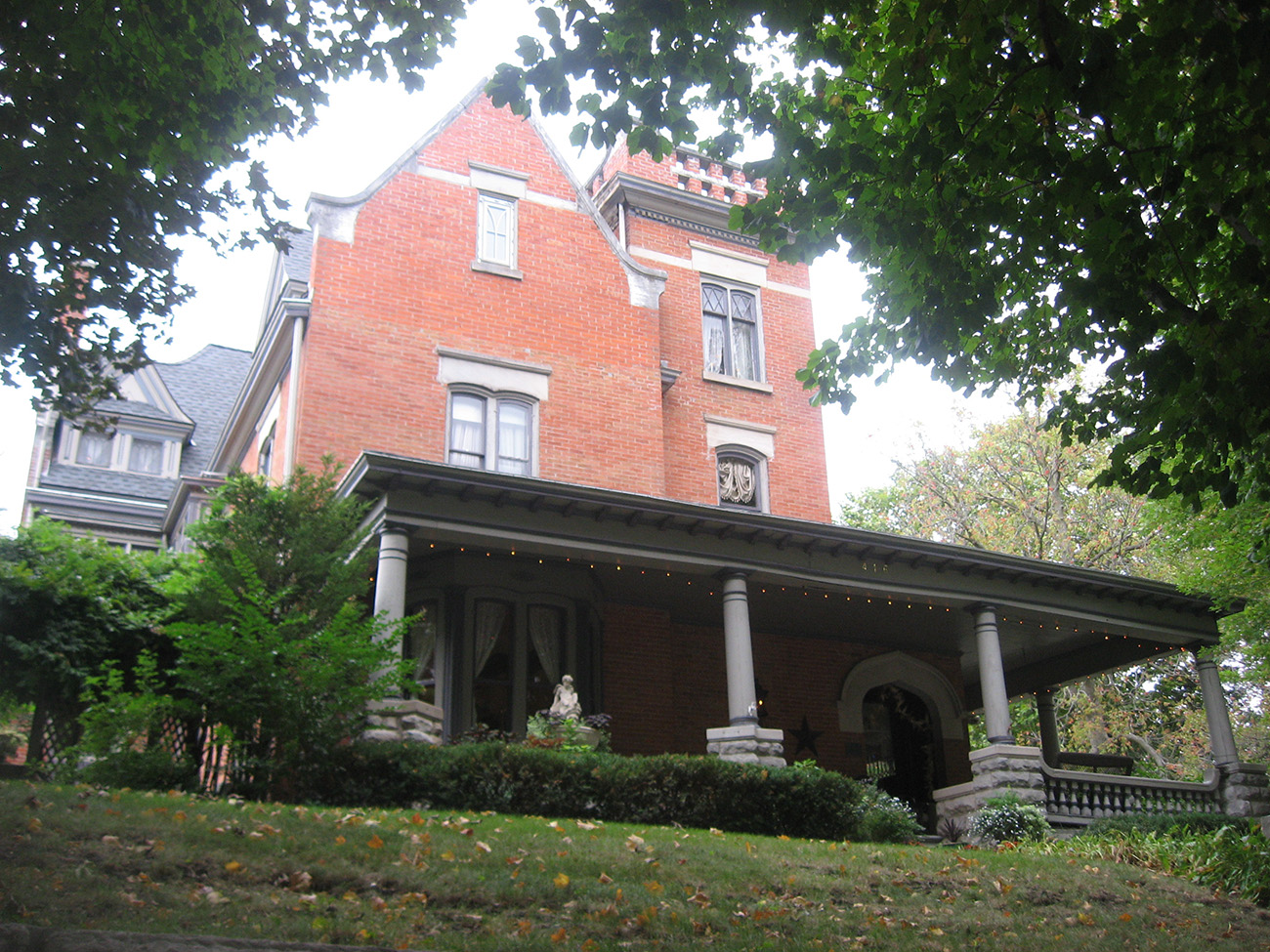 Carr_House_in_Monmouth.jpg