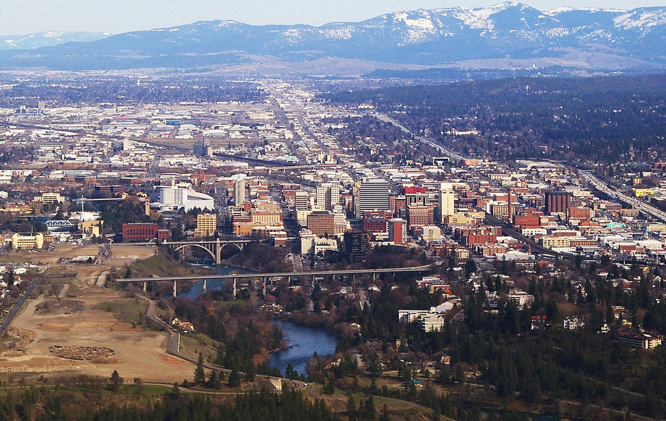 Downtown_Spokane_WA_on_approach_to_the_airport.jpg