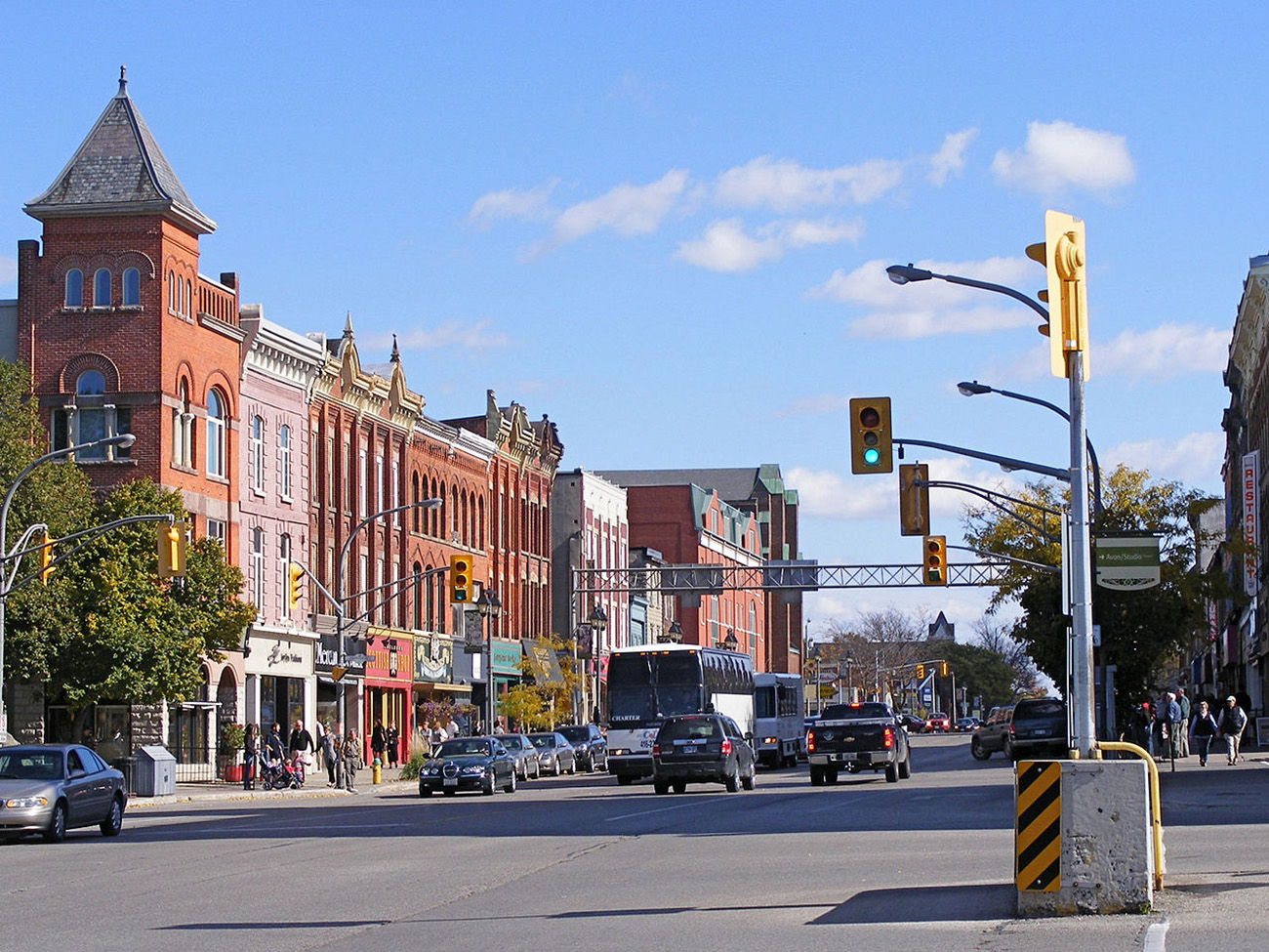 1280px-Stratford_Ontario_Street_1.jpg