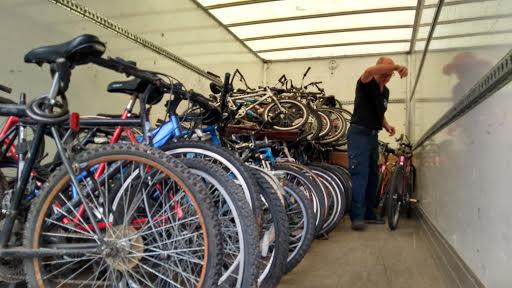 recycles_loading_bikes.jpg