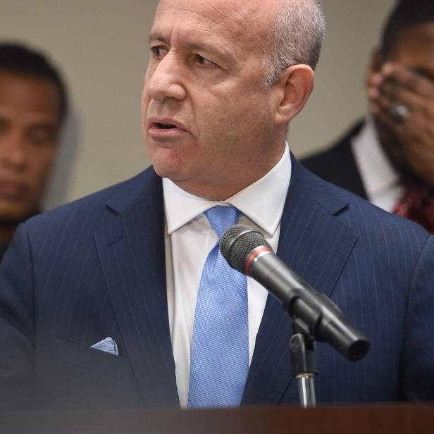 sacramento-mayor-darrell-steinberg-speaks-to-members-of-the-media-about-the-investigation-of-the-sho_943980_.jpg