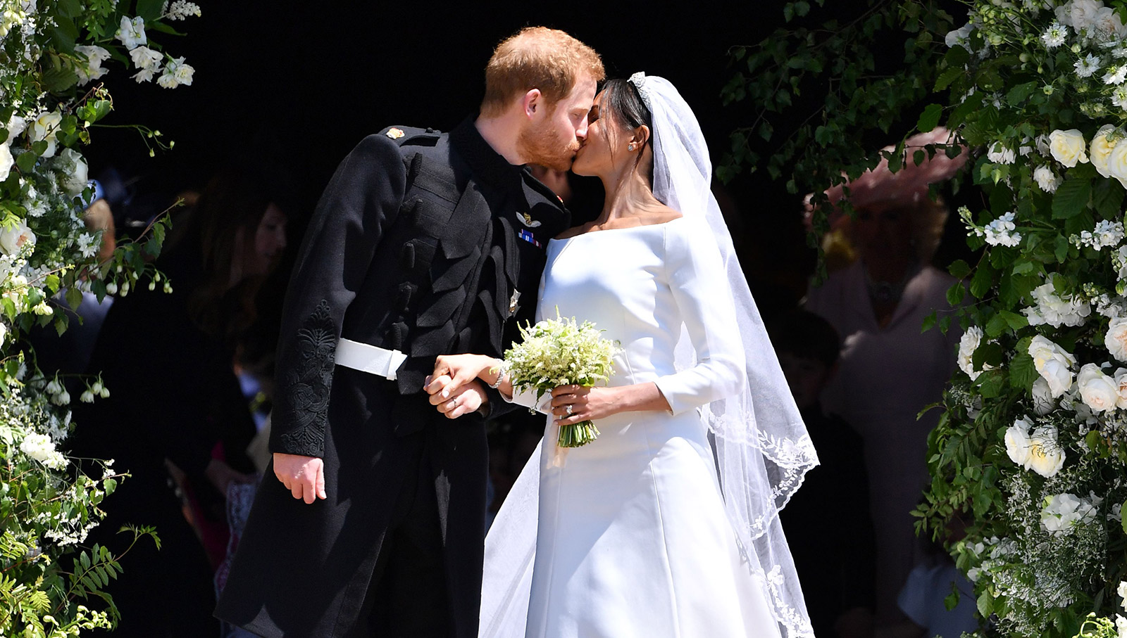 Royal Wedding Time In Us.Paparazzi Perform Risky Move To Capture Viral Royal Wedding Photo
