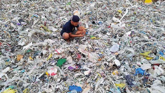 REsized_72f97f39-sop_still_indonesia_wasteworker2-768x432-1.jpg