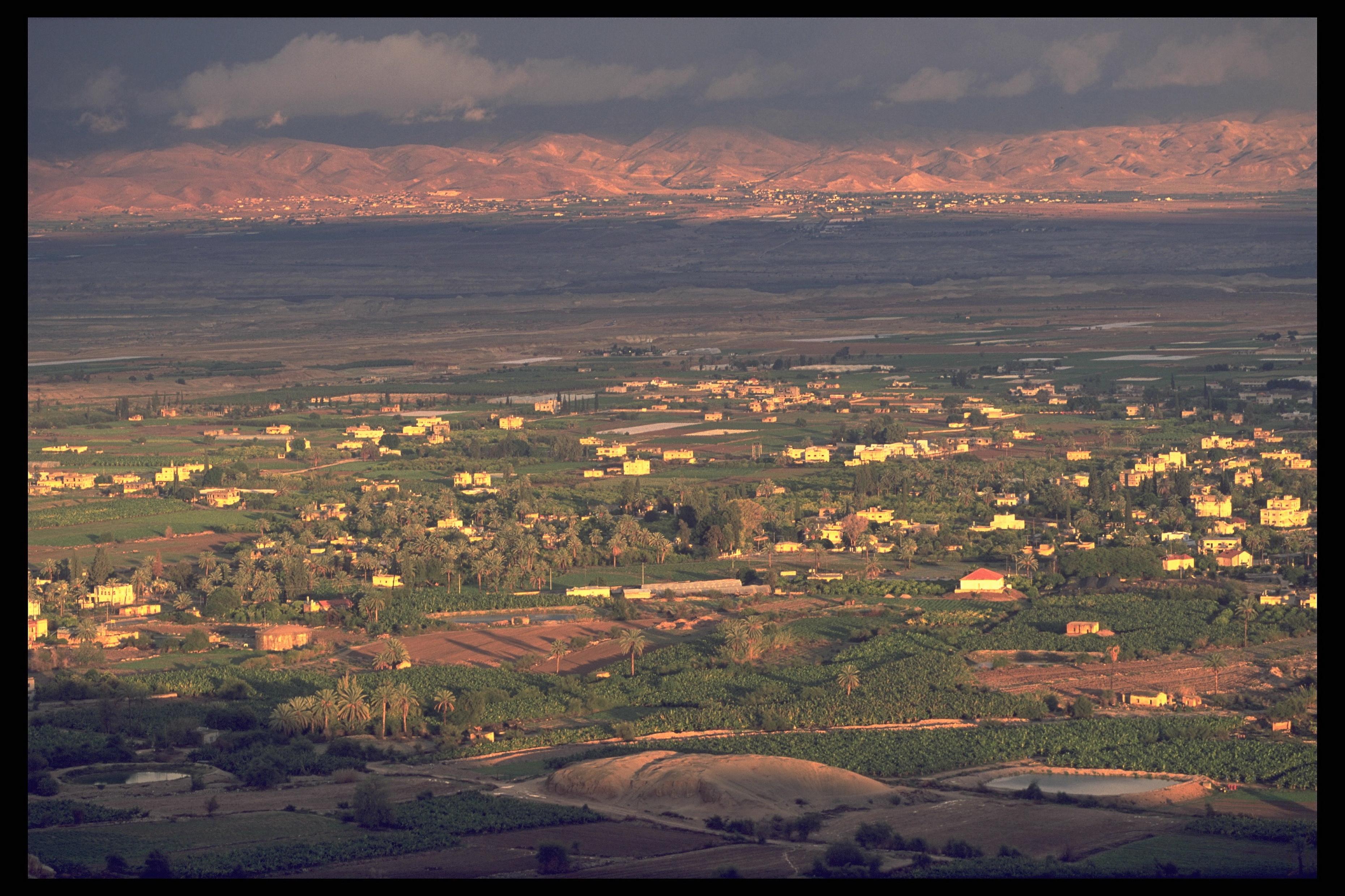 The_Jordan_Valley_-_looking_east_toursim_ministry_(1).jpg
