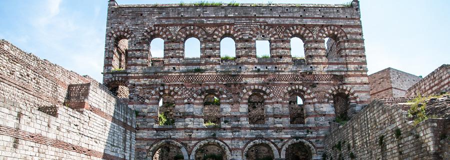 Fetihte Alınan İlk İmparatorluk Binası: Tekfur Sarayı