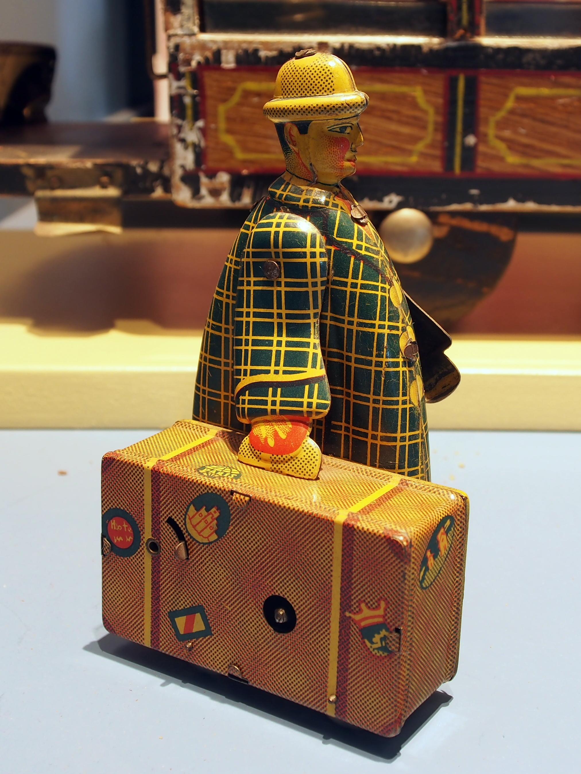 Speelgoedmuseum_Deventer__clockwork_wind-up_tin_toy__traveler_with_suitcase_2.JPG