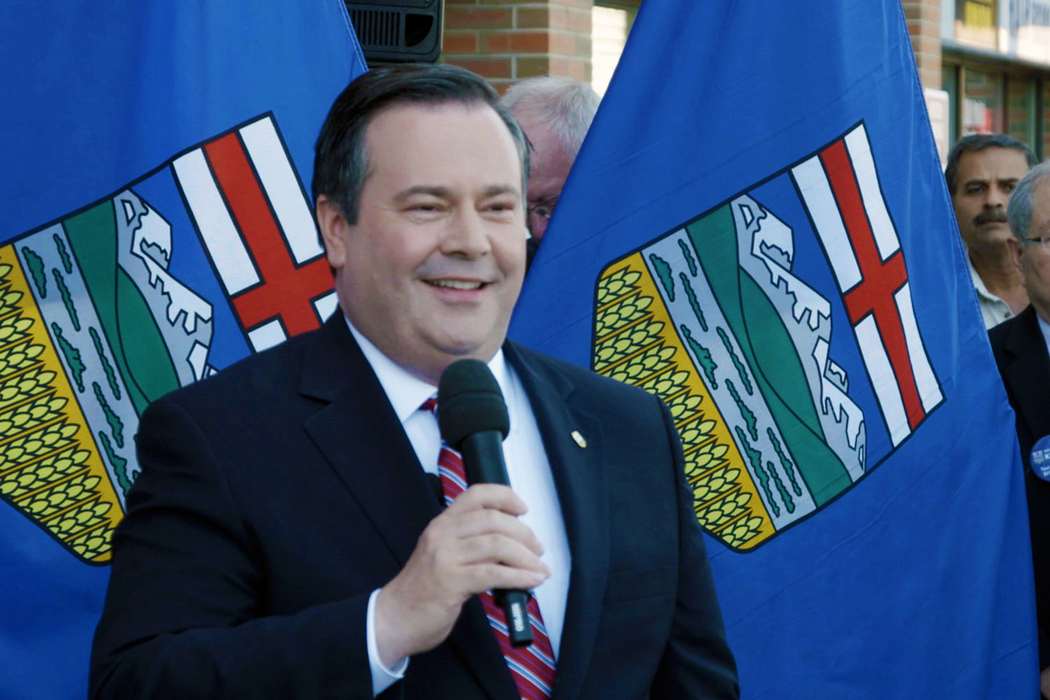 Jason Kenney speaks to supporters