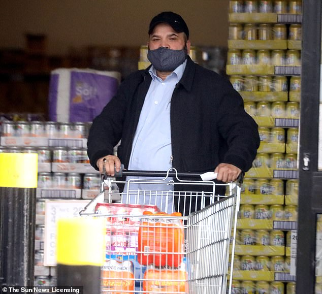 41372398 9438391 Stocking up on fizzy drinks this is a member of Britain s most n m 51 1617654228110