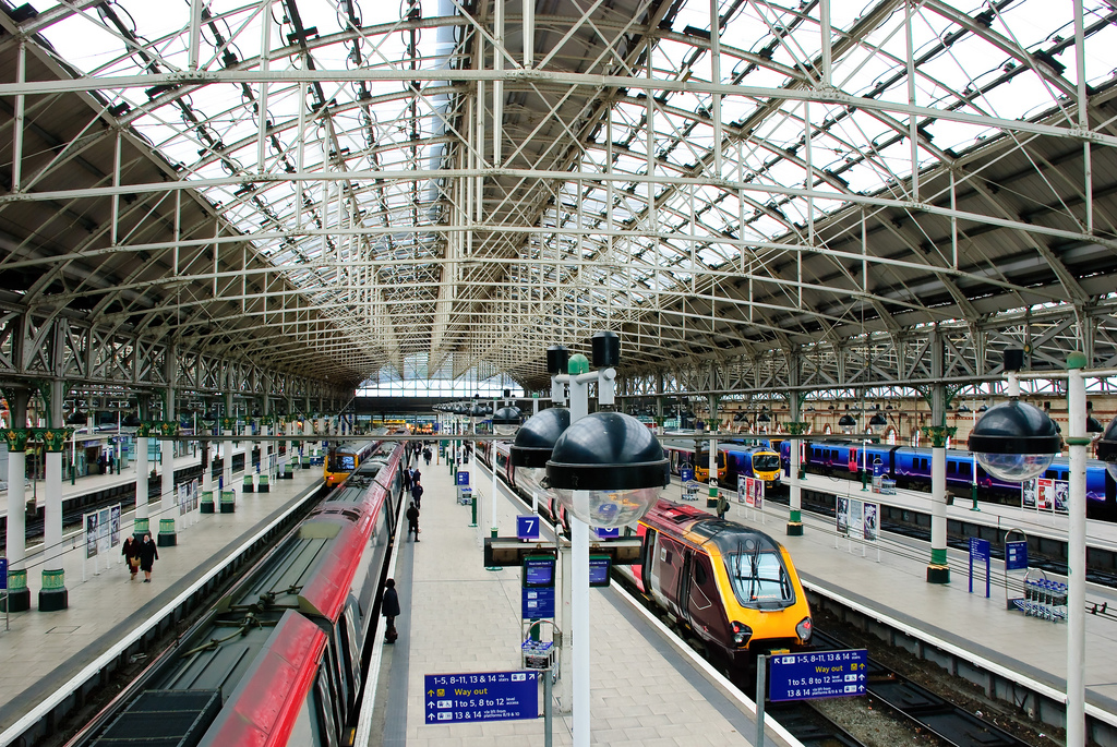 Manchester_Picadilly_Station.jpg