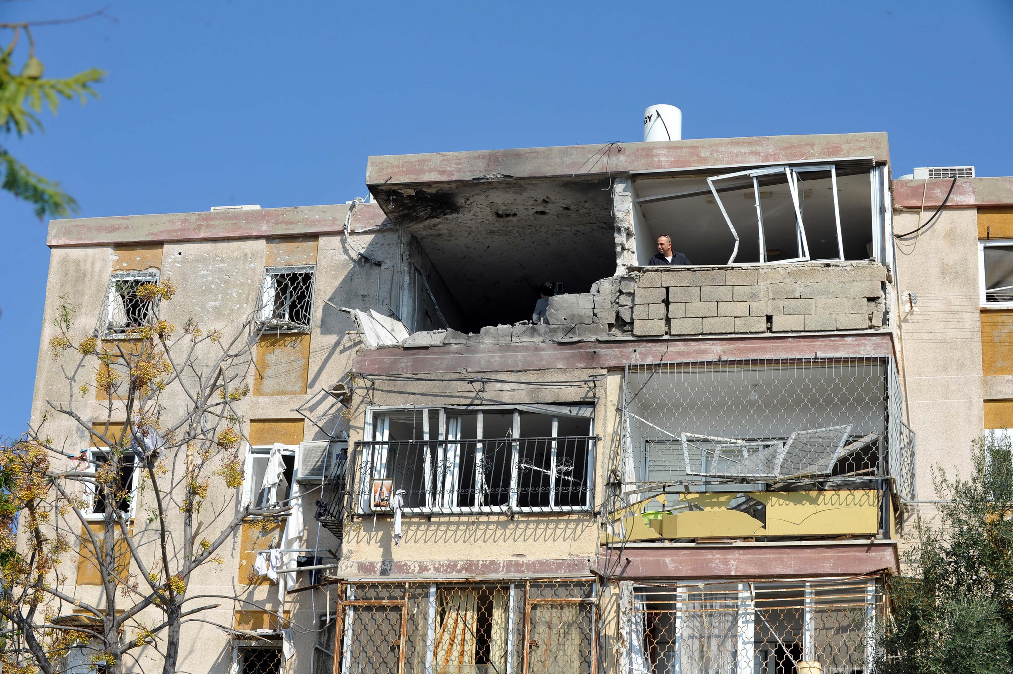 Apartment_building_in_the_Israeli_town_of_Kiryat_Malachi_that_took_a_direct_hit_from_a_Hamas_rocket._3_residents_were_killed__and_several_others_seriously_wounded_including_a_1.5_year_old_baby.jpg